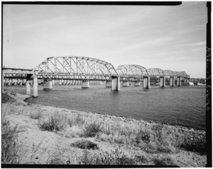 DETAIL VIEW OF HIGHWAY BRIDGE, SHOWING RAILROAD BRIDGE AND LOCK AND DAM IN BACKGROUND, LOOKING NORTHEAST (UPSTREAM) - Upper Mississippi River 9-Foot Channel Project, Lock and Dam HAER ILL,60-ALT,3-36.tif