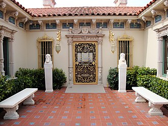 Hearst Castle - The single-story front elevation of Casa Del Mar