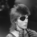 David Bowie - TopPop 1974 09.png