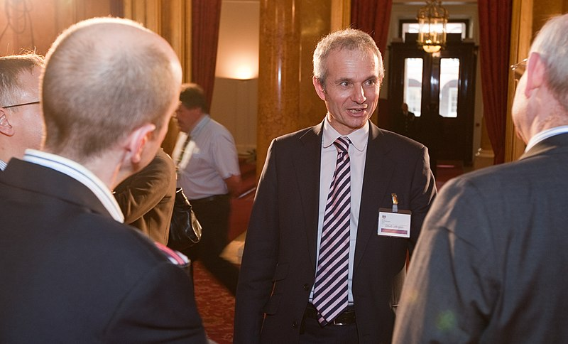 file david lidington is met by the british council and