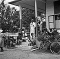 De districtssecretaris van Nickerie tijdens het spreekuur in Nieuw-Nickerie, Bestanddeelnr 252-5399.jpg