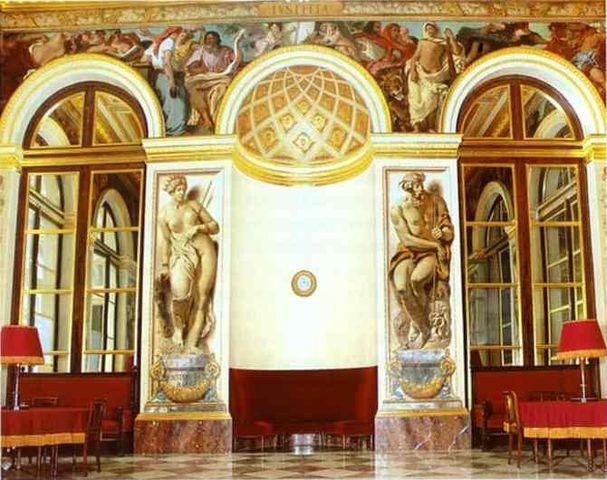 Фрески Делакруа на западной стене