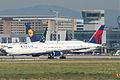 Delta Air Lines Boeing 767-432ER; N833MH@FRA;06.07.2011 603ek (5912250345).jpg
