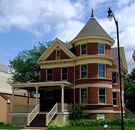 The Kinder House (1907) at the Des Plaines History Center Des Plaines History Center.jpg