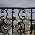Detail van het hekwerk op het dak met overzicht richting Lange Nieuwstraat - Utrecht - 20336898 - RCE.jpg