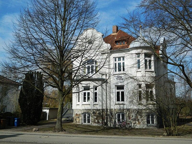 File:Die Villa - panoramio (1).jpg