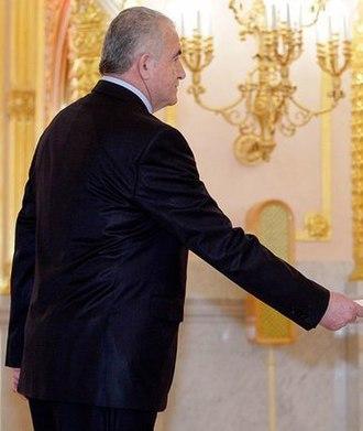 Oleg Yesayan - Yesayan presenting his credentials to Dmitry Medvedev in February 2010.