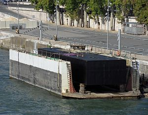Dock-peniche-Paris.JPG