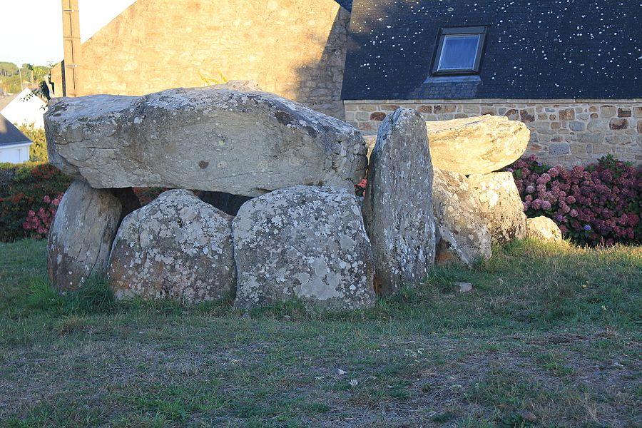 Dolmen de Kerhuen (Belz, France)