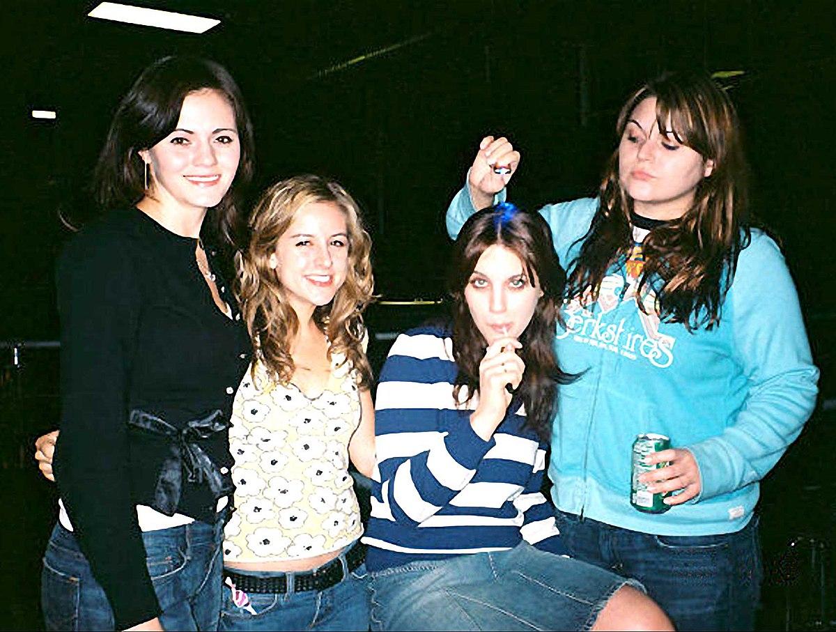 4 filles et 1 gars version longue french illico porno - 4 4