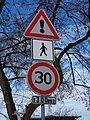 Dopravní značky v Husově ulici, Hradec Králové.jpg