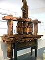 Drei-Walzen-Zuckerrohrmühle Bolivien Zucker-Museum.jpg