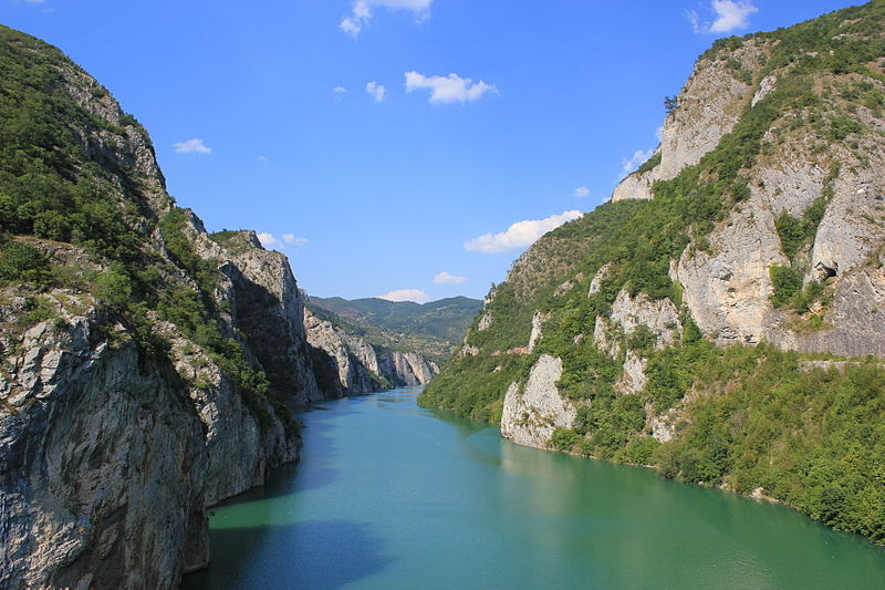 Bestand:Drina Canyon.JPG