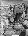 Duitse steenzetters werken op Afsluitdijk, Bestanddeelnr 905-6533.jpg