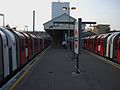 Ealing Broadway stn Central line look west.JPG