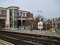 "East Finchley stn centre platforms look north to ""Archer"" statue.JPG"