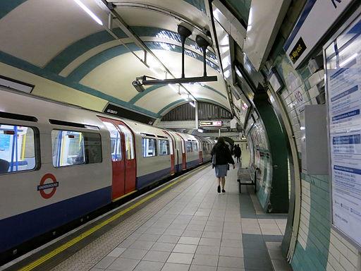 Eastbound Piccadilly Line platform at Gloucester Road tube station November 2015