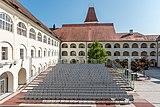Eberndorf Stiftsgebäude barocker Arkadenhof N-Ansicht 28082018 4328.jpg