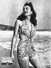 a576593c0eeec Eileen Coghlan in einem zweiteiligen Badeanzug in der Armeezeitschrift Yank
