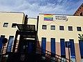 El Paseo Federico García Lorca luce bancos con la bandera multicolor 04.jpg