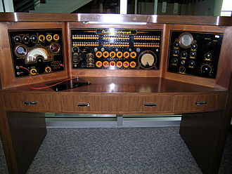"Quackery - Electro-metabograph machine on display in the ""Quackery Hall of Fame"" in the Science Museum of Minnesota, St. Paul, Minnesota, US"