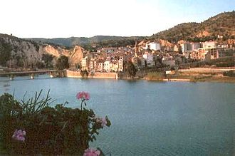 Mijares (river) - The Mijares River at the Sitjar dam with Ribesalbes town in the background