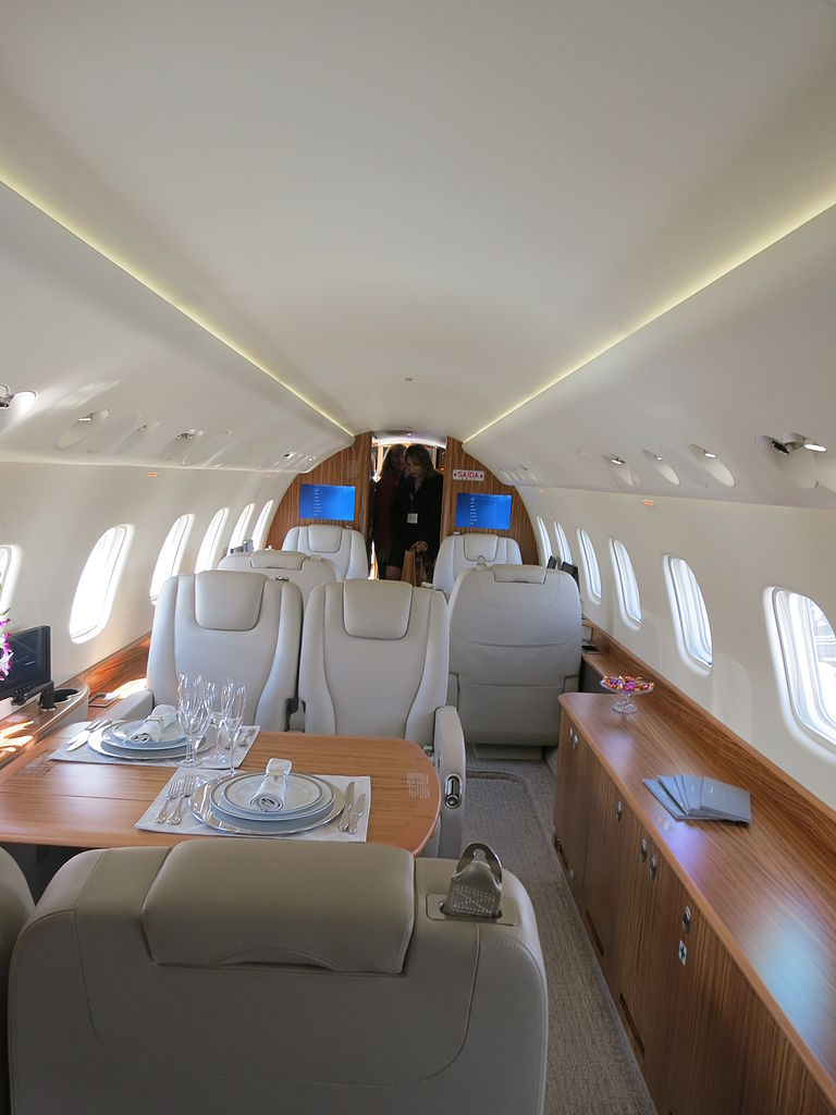 File:Embraer Legacy 650 interior of forward cabin.JPG ...