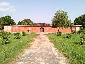 Mirza Najaf Khan - Image: Enclosure wall with Tomb of Mirza Najaf Khan 2013 09 12 14 13 30