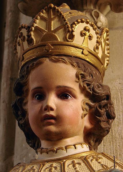 Le Saint Enfant Jésus et Description de Jésus  427px-Enfant_J%C3%A9sus_de_Prague_Joinville_200908_5