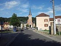 Entrée de Mariol par D 260 avec église 2014-08-19.JPG