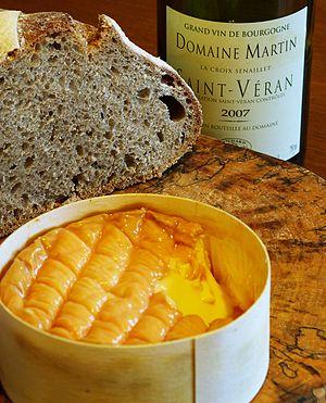 Époisses de Bourgogne - Époisses cheese and white wine with sourdough bread