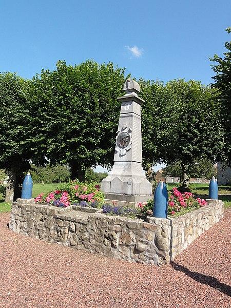 Escarmain (Nord, Fr) monument aux morts
