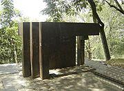 EsculturaCerroNutibara-Medellin.jpg