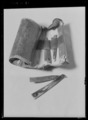Fältnecessär av mörkbrunt skinn med på insidan tolv fack för toalettredskap - Livrustkammaren - 61800.tif