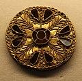 Fibule a disco in oro decorate a filigrana, di derivazione bizantina, dal tesoro di isola rizza, VI secolo 02.jpg