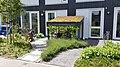 Fietsberging bij voordeur, RijswijkBuiten (49977909578).jpg