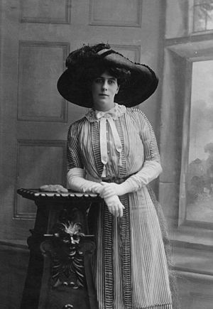 Archibald Hay, 13th Earl of Kinnoull - Florence Hay (née Darell), Countess of Kinnoull, 1910