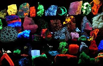 Fluorescent minerals hg.jpg