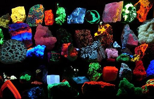 Fluorescent minerals hg