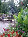 Fontanna w mławskim parku - panoramio.jpg