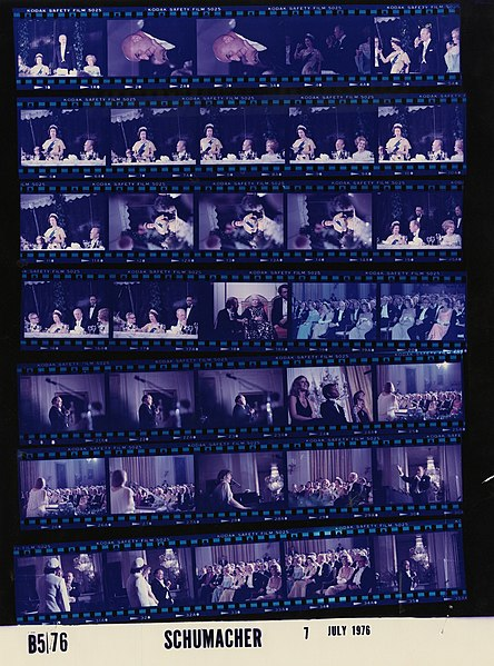 File:Ford B0576 NLGRF photo contact sheet (1976-07-07)(Gerald Ford Library).jpg