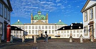 Fredensborg Palace - Image: Fredenborg Castle Front