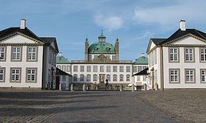 Fredensborg Palace - Fredensborg Palace and its courtyard