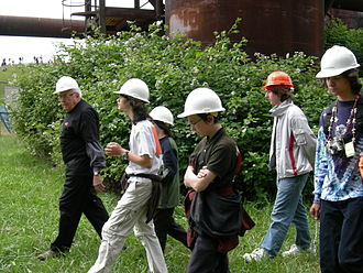 "Richard Haag - Haag leading a tour of the ""forbidden zone"" of Gas Works Park, 2007."