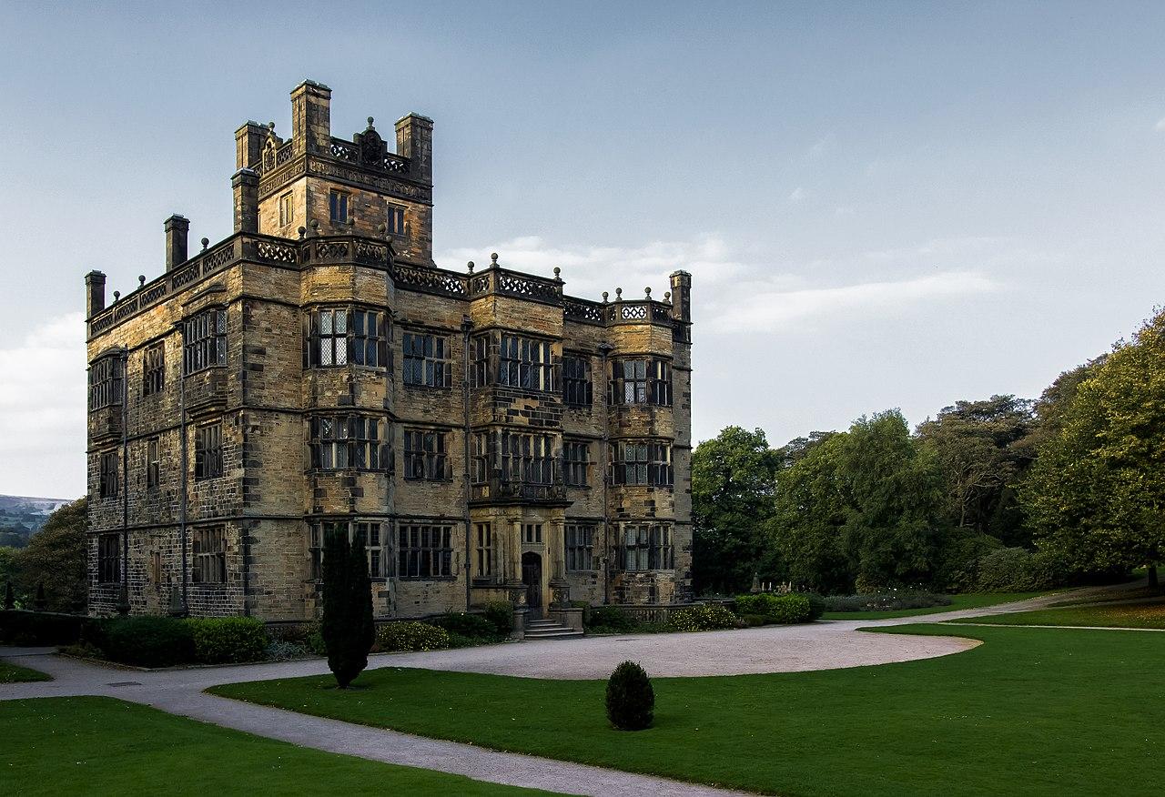 File:Gawthorpe Hall, Burnley, Lancashire.jpg - Wikimedia ...