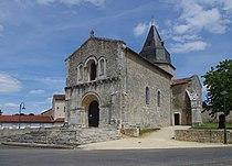 Genouillé Église 2012.JPG