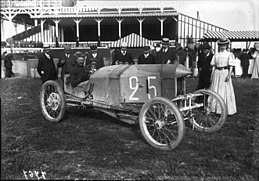 Georges Sizaire in his Sizaire-Naudin at the 1908 Grand Prix des Voiturettes at Dieppe.jpg