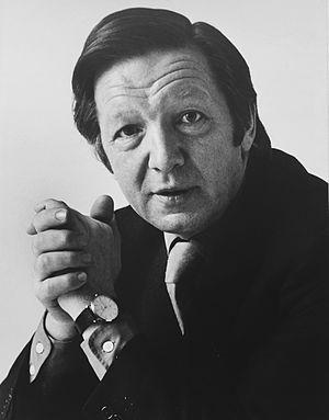 Gordon McKenzie (journalist) - Gordon McKenzie journalist