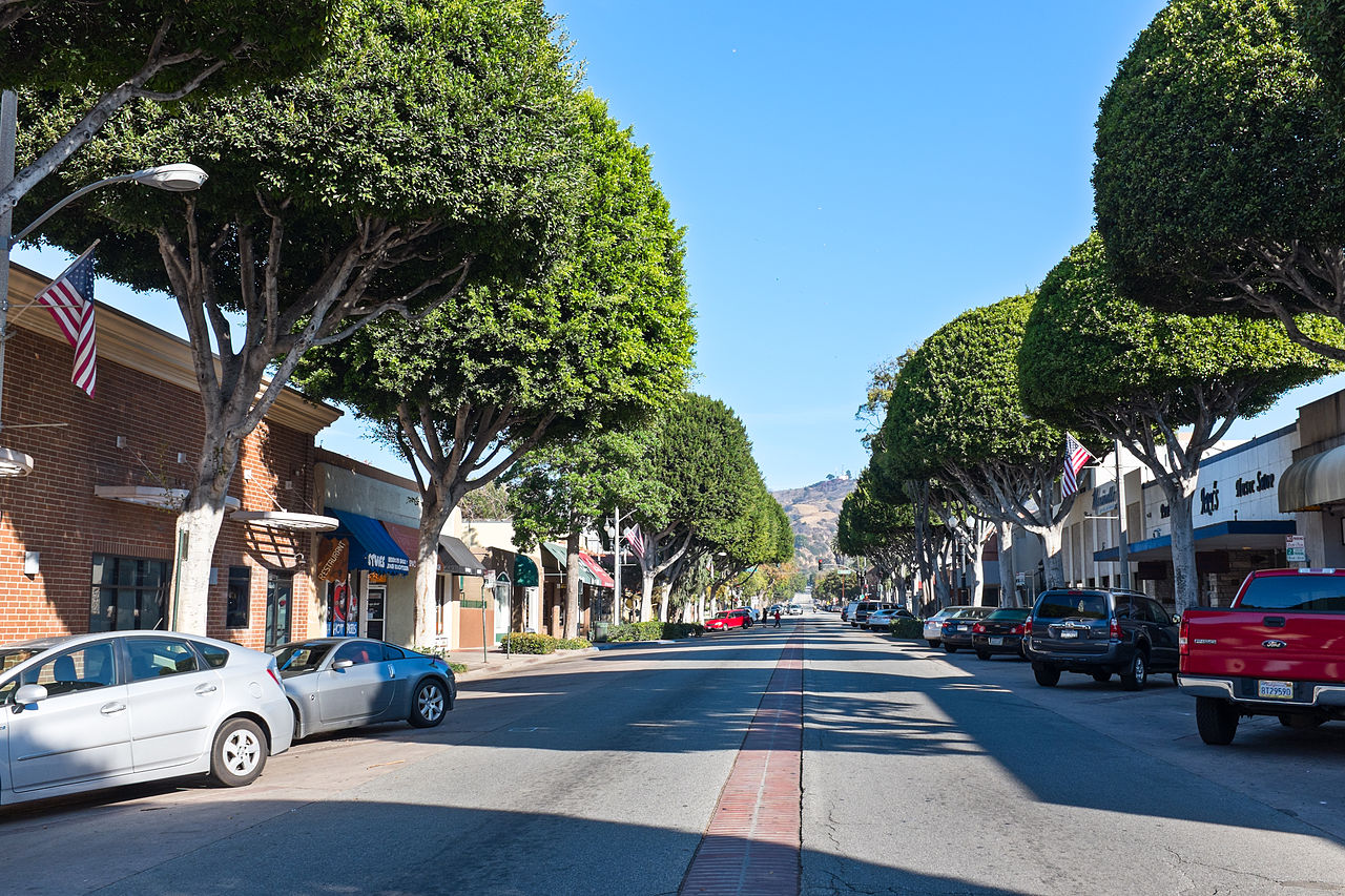 File:Greenleaf Street In Whittier California.jpg