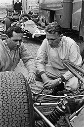 Photo de Jack Brabham et Dan Gurney au Grand Prix des Pays-Bas 1964.